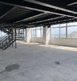 Rento oficina en piso alto en Torre de La Esperilla