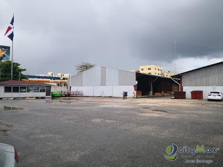 Nave Industrial en Venta en la Ave. Jhon F Kennedy